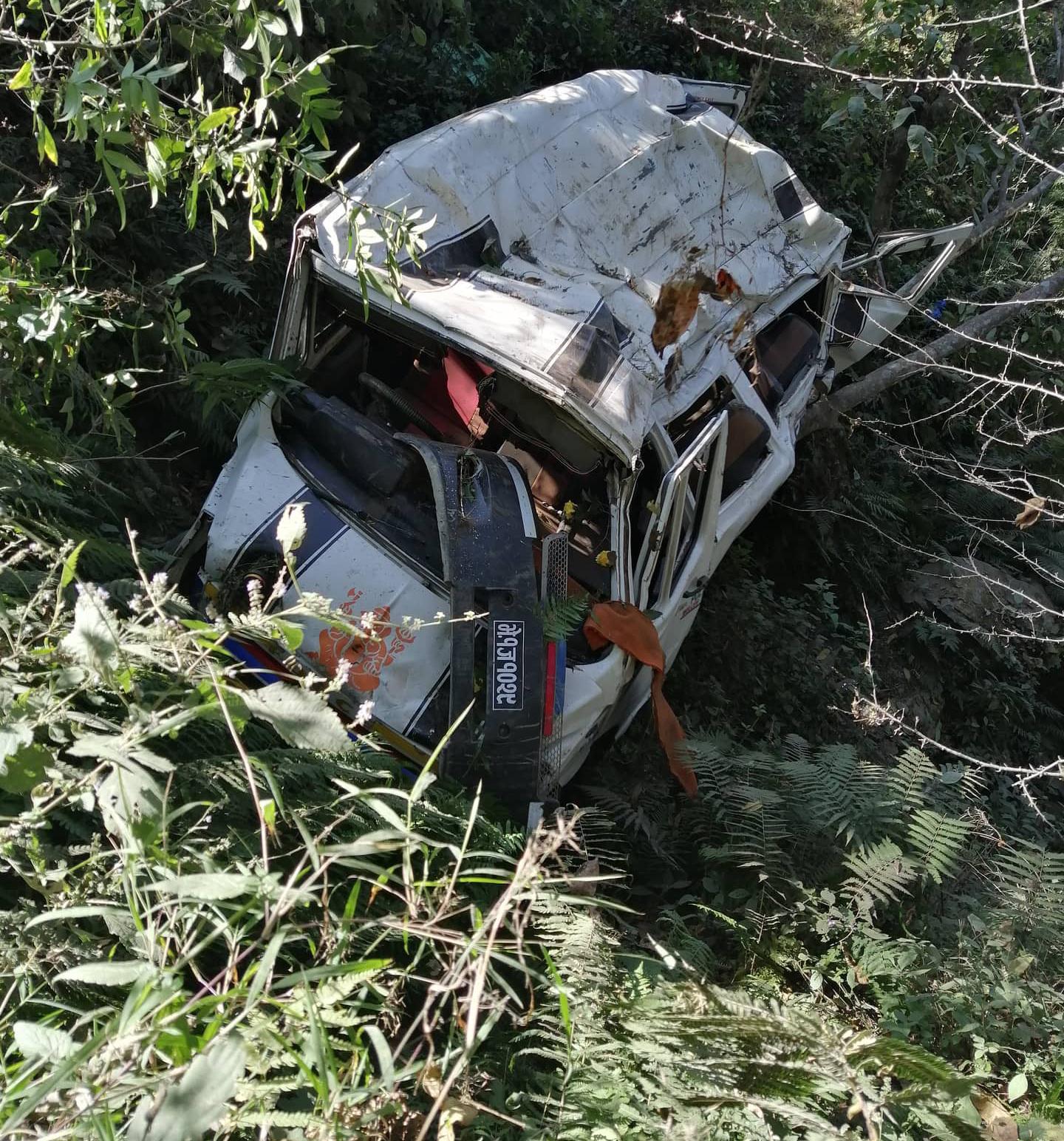 अपडेड : दैलेखमा हाईस दुर्घटना ३ को मृत्यु १५ घाईते