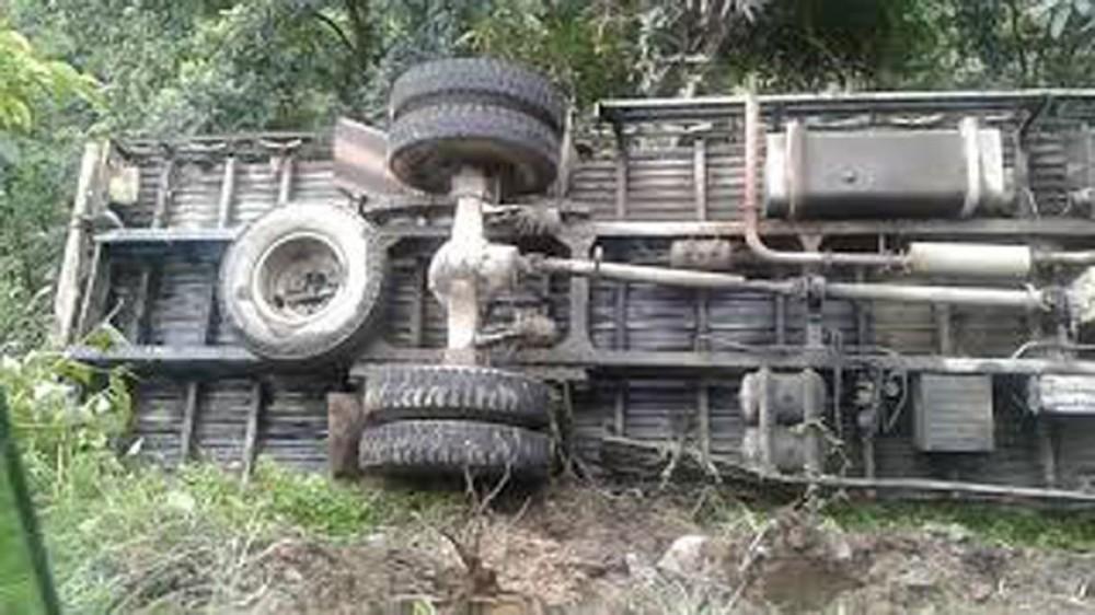 कर्णाली राजमार्गमा ट्रक दुर्घटना ४ जना घाईते