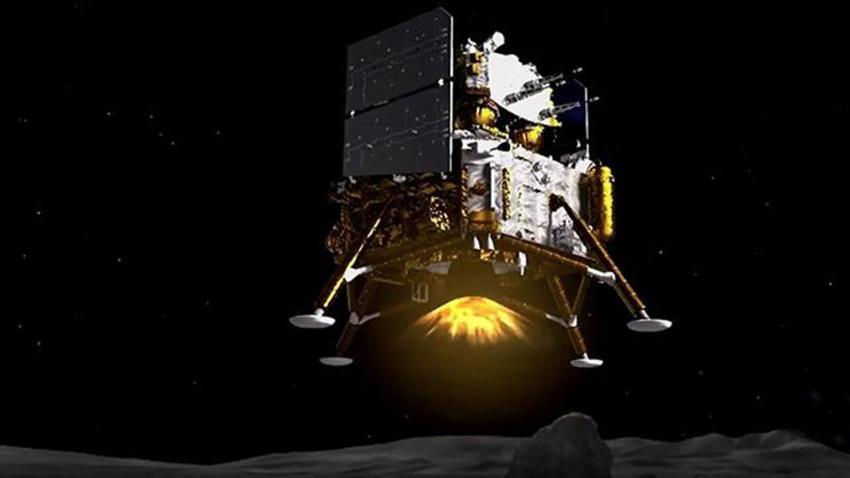 चीनद्धारा चाङइ–५ को रोबोटयुक्त ल्याण्डर सफलतापूर्वक चन्द्रमामा अवतरण