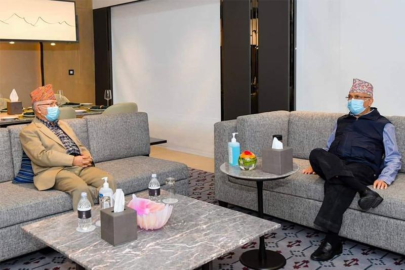 एमाले वरिष्ट नेता नेपाल र प्रधानमन्त्री एवं पार्टी अध्यक्ष ओलीवीच भेटवार्ता, सवै कुरा गाेप्य